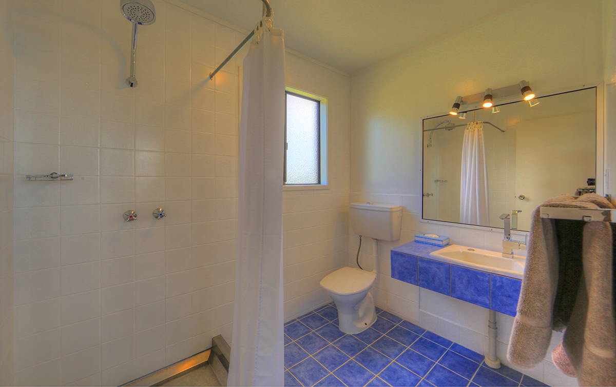 1 or 2 Bedroom Cottage - Bathroom