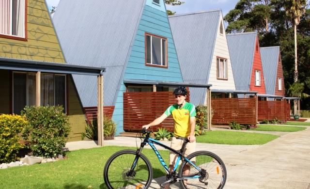 Chris Farrell & bike at Mokutu